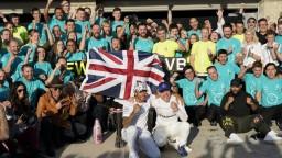 Hamilton oslavuje tretí titul v rade, VC USA ovládol Bottas