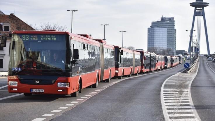 Autobusy budú chodiť každých päť minút, zápcham sa vyhnú