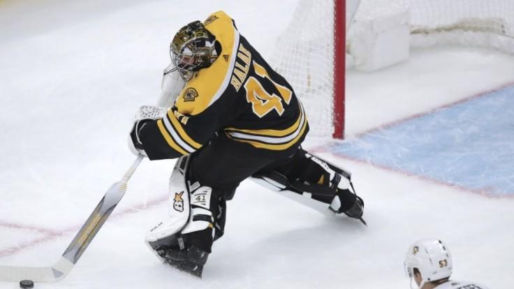 NHL: Boston vyhral aj vďaka asistencii Cháru a 40 zákrokom Haláka
