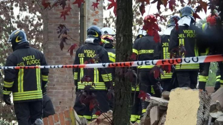 Privolaných hasičov zabil výbuch. Niekto zrejme stlačil spínač