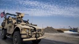 USA budujú v Sýrii vojenské základne, chcú chrániť ropné polia