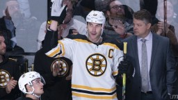 NHL: Chára odohral 1500 zápasov, jubileum mu pokazil aj Tatar