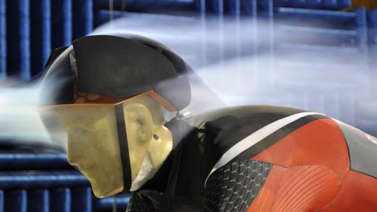 Cyklistická prilba, ktorá mení tvar pre lepšiu aerodynamiku a chladenie