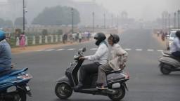 Toxický smog v ovzduší v Indii donútil turistov uchýliť sa v horách