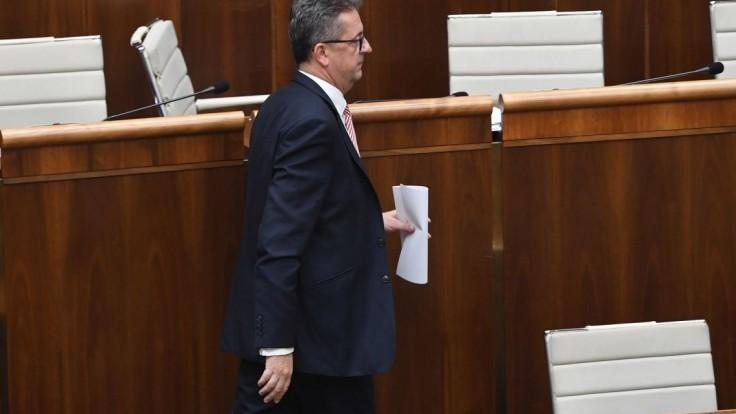 Opozícia má podpisy na schôdzu o Glváčovi, Most ju pomôže otvoriť