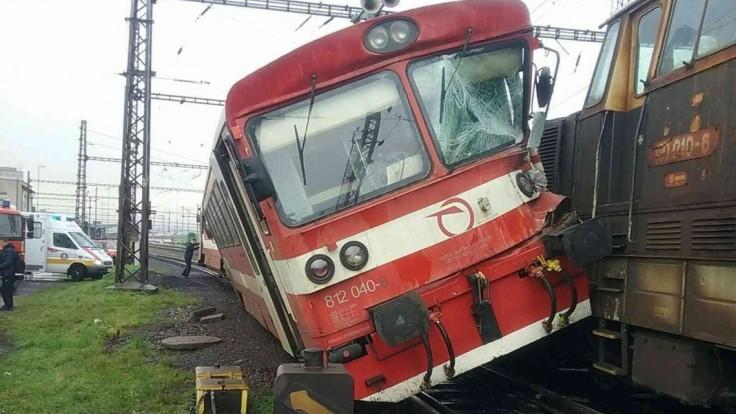 Na košickej stanici sa zrazili vlak a lokomotíva, hlásia zranených