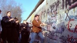 Berlínsky múr symbolizoval delenie sveta. Pred 30 rokmi začal padať