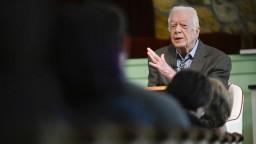 Obľúbeného exprezidenta po pádoch hospitalizovali, čaká ho zákrok