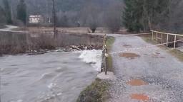 Rieka Hnilec stúpla, ľudia pod priehradným múrom majú strach