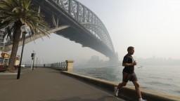 V Austrálii naďalej zúria požiare, Sydney je zahalené dymom