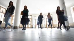 Rezort chce odbremeniť vysoké školy, prevezme uznávanie diplomov