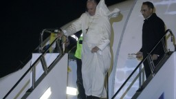 Pápež priletel do Japonska, chce podporiť jadrové odzbrojenie