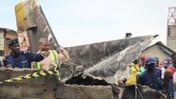 Lietadlo sa zrútilo krátko po štarte, hlásia už desiatky mŕtvych