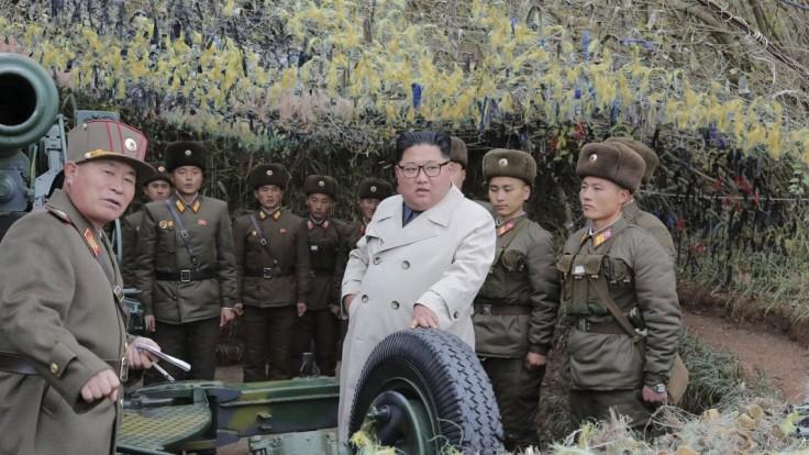 Kim navštívil vojakov na malom ostrove, nariadil cvičnú paľbu