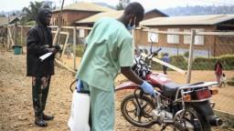 Zdravotníkov stiahli, boj s ebolou v Kongu komplikujú útoky