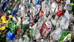 Jednorazové plasty končia. Z obchodov zmiznú aj tieto výrobky