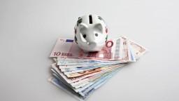 Pätina Slovákov investuje, ostatní nemajú dostatok peňazí