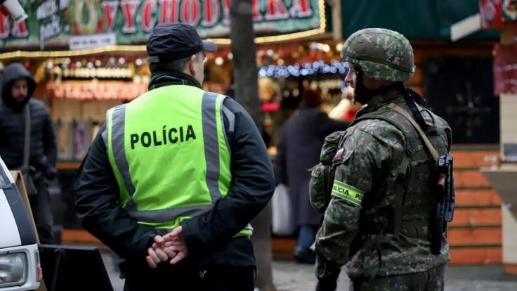Na bezpečnosť počas sviatkov dohliadnu vojaci aj polícia