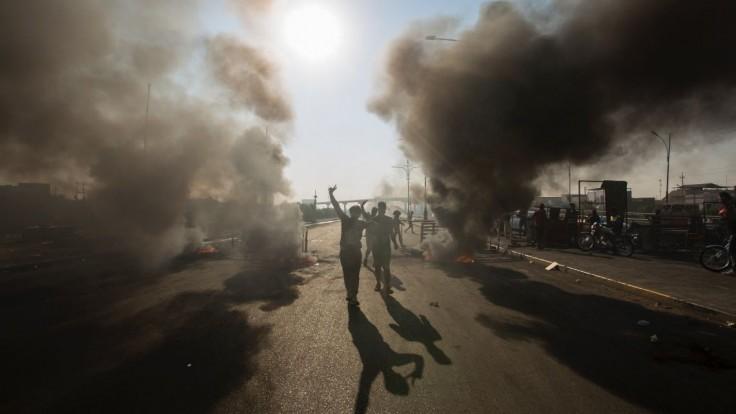 Protivládni demonštranti vypálili konzulát, zasiahla aj polícia