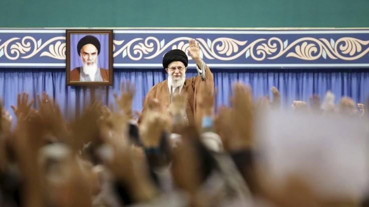 Ajatolláh nazval protesty v Iráne sprisahaním, ukázal na USA