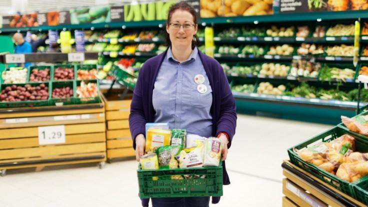 Tesco  už daruje potraviny zo všetkých svojich predajní