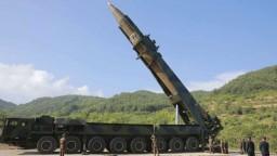 KĽDR opäť testovala rakety, dve skončili v Japonskom mori