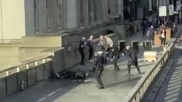 Po teroristickom útoku potvrdili obete, útočník mal väzby na radikálov
