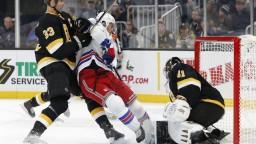 NHL: Halák asistoval pri víťaznom góle Bostonu v predĺžení