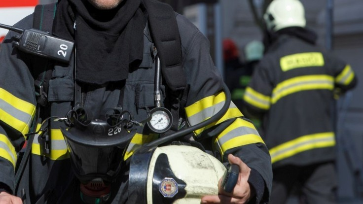 V Čiernej nad Tisou zabíjal požiar, bytovku museli evakuovať