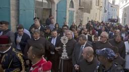 Pápež potešil pútnikov, do Betlehema vrátil vzácnu relikviu