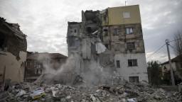 Tisícky Albáncov stratili domovy, nutná je medzinárodná pomoc