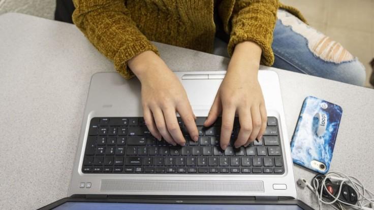 Aktivisti chcú obísť zákaz prieskumov, pošlú vám ich mailom