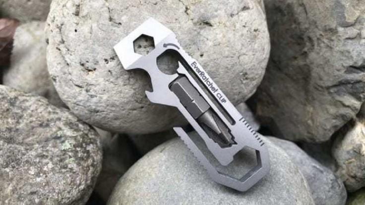 Multifunkčný nástroj EverRatcher Clip z titánu má vyšší krútiaci moment