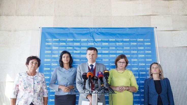 KDH má na kandidátke bývalého guvernéra, župana i odídencov