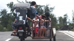 Tajfún strhával strechy Filipíncov, státisíce opustili svoje domovy