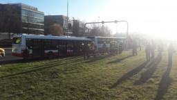 V Prahe sa zrazili autobusy, hlásia desiatky zranených