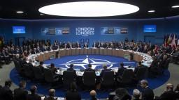 Dohodli sa napriek hrozbám. Lídri NATO schválili plány obrany
