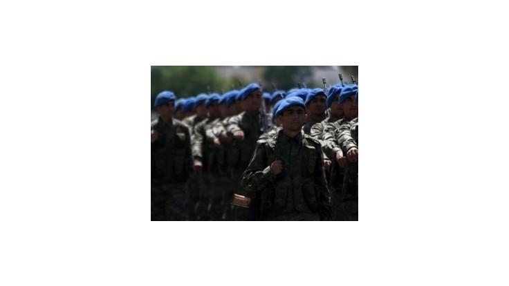 Turecká armáda presúva k sýrskej hranici ďalších vojakov a zbrane