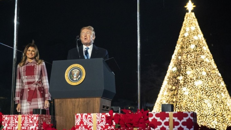 Trump rozsvietil národný stromček, pripomenul večnú pravdu