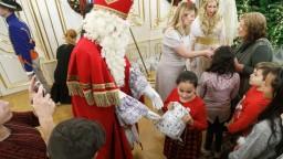 Fotogaléria: Čaputová prijala v paláci deti, prišli i Mikuláš s čertom