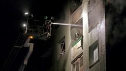 Plyn bolo cítiť už pred výbuchom, pád budovy zatiaľ nehrozí