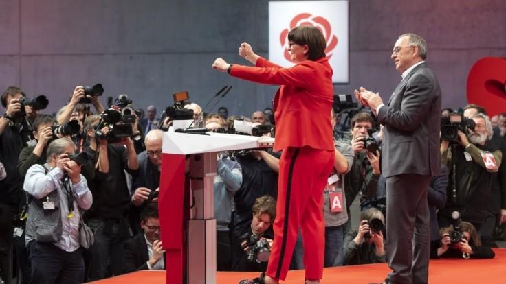 Nemecká SPD si volila nové vedenie, hlasovala aj o koalícii