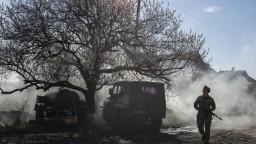 Parížsky summit má riešiť mier, v Donbase sa však opäť strieľalo