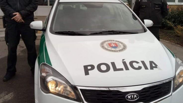 V Košiciach vyčíňal muž s nožmi, policajti museli strieľať