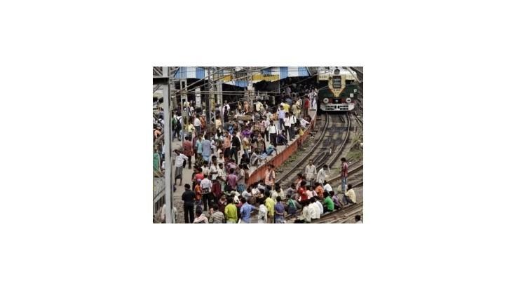India druhý deň bojuje s výpadkom elektriny, postihol stámilióny