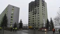 Ľuďom zo zničenej bytovky rozdelia peniaze, ruinu stráži polícia