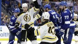 NHL: Chára a Černák sa stretli na ľade, Detroit prelomil sériu prehier