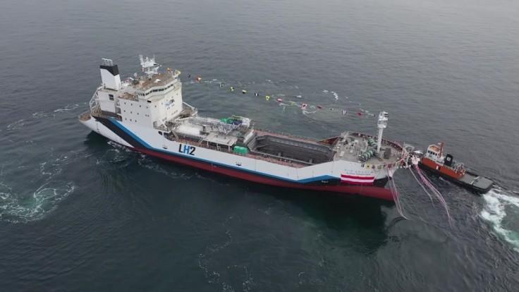 Kawasaki spúšťa prvú loď pre prepravu tekutého vodíka na svete