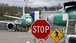Boeing 737 MAX sa na oblohu zatiaľ nevráti, jeho posudok odložili