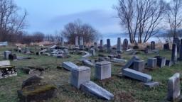 Fotogaléria: Zničili desiatky židovských hrobov na Orave